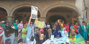 People gather in support of Rif, in the plaça Major of Vic.