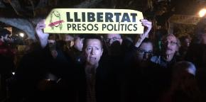 Protesters demand freedom for political prisoners.